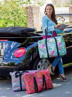 Tilavassa, vuoratussa laukussa on kolme sisätaskua. Kevyt laukku on ihanteellinen sekä kaupunkiasun kanssa että viikonloppumatkalla.Koko: Noin 53 cm leveys, 12 cm paksuus ja 37 cm korkeusKankaat 1,...