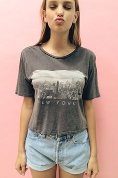 Shop Women's Brandy Melville Gray size S Tops at a discounted price at Poshmark. Description: Brandy Melville grey New York City tee from a few years ago. Cute Fashion, Fashion Outfits, Bae, 2014 Trends, Brandy Melville Tops, Jean Shirts, Mode Inspiration, My Outfit, Cute Dresses