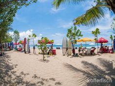 Auf Bali sollte man unbedingt Surfen. Es macht wirklich Spaß, da die Wellen nicht zu hoch sind ( zumindest meistens bis zum späten Nachmittag ) und in regelmäßigen Abständen brechen.  Nach kürzer Einführung steht man ziemlich schnell auf dem Surfboard und ist glücklich.  Yoga Studios gibt es auch ganz viele und man kann ohne großen Umstand an allen Kursen teilnehmen.   #Bali #Strand #Surfen #Wellenreiten #Yoga
