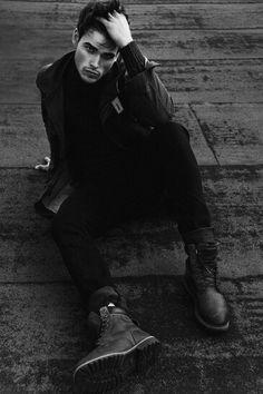 Up and coming Lucas at Elmer Olsen stops by the studio of Alex Evans for a subtle yet striking portrait session. Alex Evans, Shaun Evans, Lucas Aurelien, Indiana Evans, Photography Poses For Men, Hommes Sexy, Raining Men, Male Poses, Sharp Dressed Man