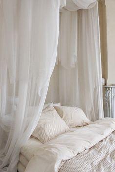 Plumetti cream Dream Rooms, Dream Bedroom, Home Bedroom, Bedroom Decor, Minimalist Room, Dream Apartment, Aesthetic Bedroom, Cool Rooms, Bedroom Inspo