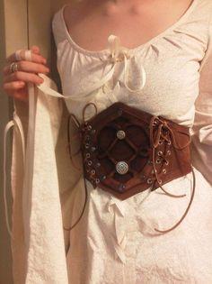 LARP costumeLeather and silver cincher LARP costume » LARP costume