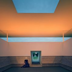 """Lynn Wyatt at the James Turrell """"Skyspace"""" at Rice University in Houston. Courtesy of Paddle8. -Wmag"""