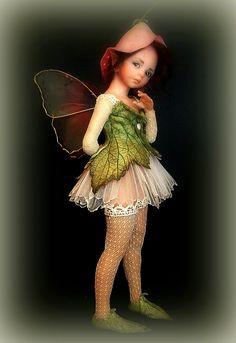 Pensive Fairy from Johnston Original Art Dolls website. Baby Fairy, Love Fairy, Fairy Dust, Fairy Land, Beautiful Fairies, Beautiful Dolls, Magical Creatures, Fantasy Creatures, Dragons
