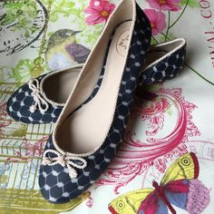 Jack Rogers Zooey Flats Round Toe US Size 11 M 100% authentic Jack Rogers Zoe ballet flats with round tow and midnight blue chain-link fabric print beautiful silky corded trim 11 M new without box. Jack Rogers Shoes Flats & Loafers