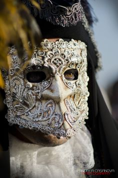 A traditional bauta mask for men in an ornate embroidered form. Image by Andrea Casanova. Venetian Masquerade, Venetian Masks, Masquerade Party, Masquerade Masks, Carnival Of Venice, Carnival Masks, Venetian Costumes, Mask Images, Cool Masks