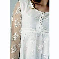 Blusa Blanca sin Mangas con Encaje y Bordado