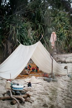 Would you like to go camping? If you would, you may be interested in turning your next camping adventure into a camping vacation. Camping vacations are fun Beach Picnic, Beach Camping, Outdoor Camping, Beach Tent, Romantic Camping, Camping Cabins, Family Camping, Rain Camping, Camping Wedding