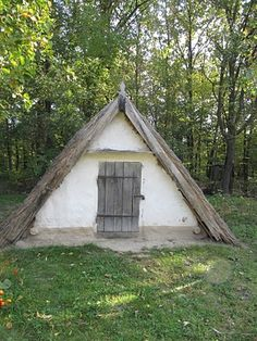 This Ukranian root cellar includes steps to a storage space below ground to store produce & canned goods at an even, year-round temperature. Eco Buildings, Small Buildings, Permaculture, Root Cellar, Wine Cellar, Farm Gardens, Spring Home, Homesteading, Outdoor Living