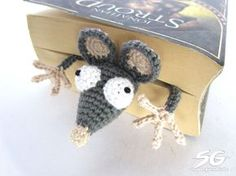 Amigurumi mouse bookmark. This is great! (Free pattern, not in English but we'll worth the effort of translating).