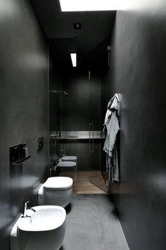 Как живут дизайнеры: тёмная квартира в Милане