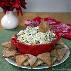 Healthy Spinach Artichoke Dip -- An easy, low calorie makeover recipe. Make in the slow cooker or oven. Amazingly creamy and rich. Appetizer Dips, Healthy Appetizers, Appetizer Recipes, Healthy Snacks, Healthy Recipes, Healthy Dishes, Dip Recipes, Yummy Recipes, Healthy Slow Cooker