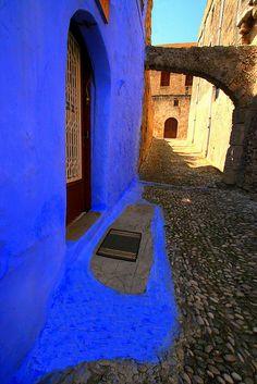 Blue threshold in Rhodes