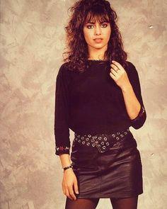 Female Guitarist, Female Singers, Susanna Hoffs, Rock And Roll Girl, Stunning Redhead, Nostalgia, 80s And 90s Fashion, Women Of Rock, Rocker Girl