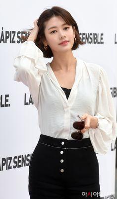 Jung So Min Works the Retro Style at Brand Event in Seoul Jung So Min, Korean Short Hair, Korean Girl, Asian Girl, Korean Actresses, Korean Actors, Korean Celebrities, Celebs, Retro Fashion