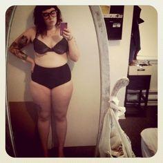 femme ronde Infidèle devant son miroir !