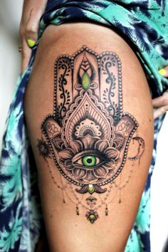 I did this mandala thigh tattoo a couple of weeks ago. Loved using green in the