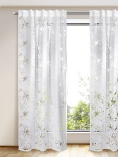 Halbtransparenter, hochwertiger Ausbrenner-Dekoschal in weiss. Das feminine, transparente Blütenmuster lässt den Raum hell und freundlich wirken,und strahlt eine charmant, elegante Note aus. Maße: ca. 245 x 135 cm (HxB)