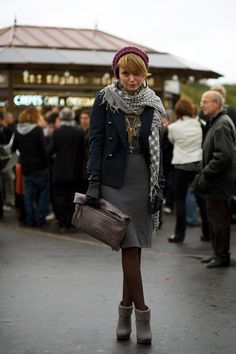 This is my absolument favorite Parisian outfit.  Feminine and together without being too matchy-matchy.  My dream outfit.