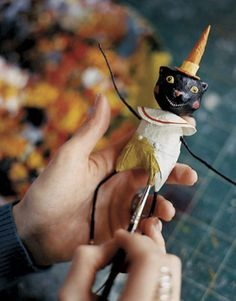 Painting-the-Sculpture-como pintar escultura de papel mache