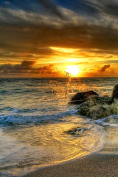Beautiful Sunrise Beach Wallpapers) – Free Backgrounds and Wallpapers Nature Pictures, Cool Pictures, Beautiful Pictures, Beautiful World, Beautiful Places, Wonderful Places, Landscape Photography, Nature Photography, Photography Photos