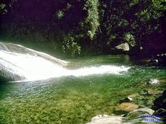 Piscina natural de águas limpas e cristalinas na Cachoeira do Escorrega..