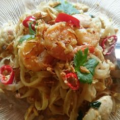 Let the food dance in your mouth! Asian Foods, Asian Recipes, Ethnic Recipes, Homemade Pad Thai, Spaghetti, Noodle, Asian Food Recipes