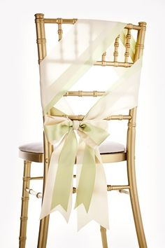 Chairback Bow-tiful - Oversized ribbons neatly tied into pretty bows make the perfect chairback décor