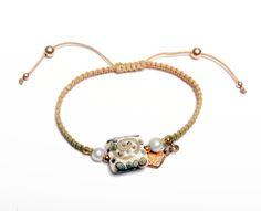 MM SINGLEPEARLS: Pulsera en hilo satin tejida en macrame con perlas cultivadas y autentico Murano con nudo corredizo ajustable.