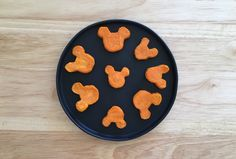 Add some Disney magic to a healthy snack by making these delicious Mickey-Shaped Sweet Potato Fries. Cut out little Mickey templates on card stock and make the fries with a sweet potato and olive oil. This healthy recipe is perfect for a lunch time side. Comida Disney, Disney Food, Disney Snacks, Disney Recipes, Kawaii Cooking, Carrot Fries, Sweet Potato Slices, Healthy Lunches For Kids, Mickey Mouse And Friends