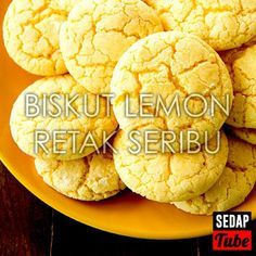 Resepi+Biskut+Lemon+Retak+Seribu Resepi Cookies, Cokies Recipes, New Year's Snacks, Snacks Dishes, Snack Box, Lemon Cookies, No Bake Desserts, Baking Desserts, Biscuit Recipe