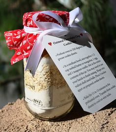Oatmeal Chocolate Chip Cookie Mix in a Jar....good for teacher gifts!!