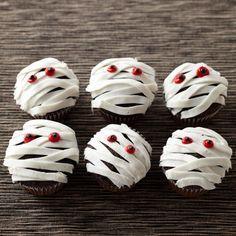 Ideen-Halloween-Essen-schaurige-Gruselparty-kekse-mumie-widerliches-Aussehen