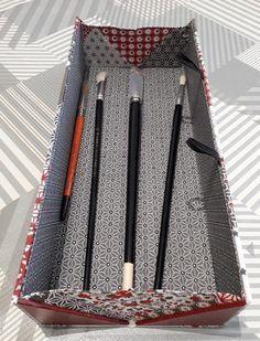 Ce site est essentiellement dédié au cartonnage. Le cartonnage, consiste à fabriquer des objets, boites, classeurs, albums photos, à partir de feuilles de carton, de colle et de tissus ou de papiers de couvrure. Je vous propose ici des images de mes fabrications, et de celles...