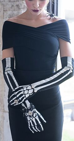 Don a most formidable Halloween fashion accessory: our Jeweled Skeleton Gloves will make you the pinnacle of eerie etiquette.