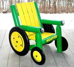 John Deere - Children's lawn furniture, gonna make a bunch of different size tractors next year for the boys. So fun and goes along with our country theme! Of course mine will be farmall! Pallet Ideas, John Deere Room, John Deere Nursery, John Deere Baby, Boy Room, Kids Room, Articles En Bois, Lawn Furniture, Wood Crate Furniture