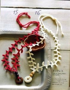 Easy Peasy crochet necklace: pattern included