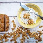 Tvarohová pomazánka s vlašskými ořechy Jak zpracovat velkou úrodu ořechů? Postupně...a třeba do pomazánky #receptyzpostele #recepty #recipes #tvarohovapomazanka #cottage #walnut #vlasskeorechy #jidlo #food #foodlover #instapic #foodstagram #instafoodcz #foodie