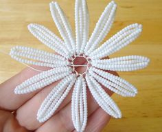 Learn how to make your very own beaded daisies using seed beads and wire! Prior french beading experience is helpful, but not necessary for this tutorial. Beaded Flowers Patterns, French Beaded Flowers, Wire Flowers, Brazilian Embroidery Stitches, Diy Bead Embroidery, Seed Bead Projects, Beads And Wire, Beading Tutorials, Seed Beads