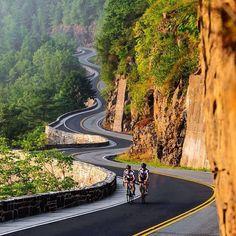Bicicletando em meio à Natureza. Fotografia: http://www.duskyswondersite.com