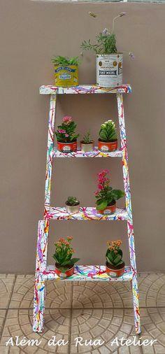 http://alemdaruaatelier.com.br/2014/09/como-transformar-uma-antiga-escada-em-jardim/