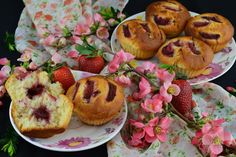 Briose cu afine - CAIETUL CU RETETE Cata, Dessert Recipes, Desserts, Muffin, Food And Drink, Breakfast, Smoothie, Sweets, Tailgate Desserts