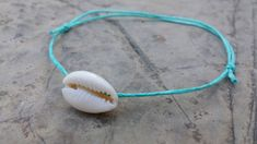 Shell anklet, beautiful for beach time :) Adjustable with and waterproof with slide knot. Summer Accessories, Summer Jewelry, Beach Jewelry, Shell Bracelet, Shell Jewelry, Sterling Silver Anklet, Leather Choker Necklace, Beach Anklets, Farm House