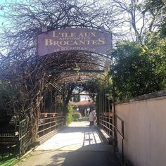 EN VADROUILLE #lislesurlasorgue #brocante #antiquite #vintage #coupdecoeur #dimanche #happysunday #sunnysunday by lesfeesmere