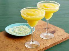 Mango Margaritas : The Pioneer Woman serves blended mango margaritas with a lime sugar rim.