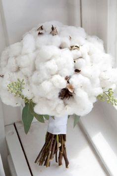 Un bouquet en fleur de coton. Je trouve ça tout mignon tout doux!                                                                                                                                                     Plus