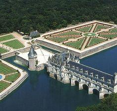French Castles, Scottish Castles, Castle Parts, Castle Pictures, Famous Castles, Fantasy Castle, Amazing Buildings, Beautiful Castles, Architecture Old