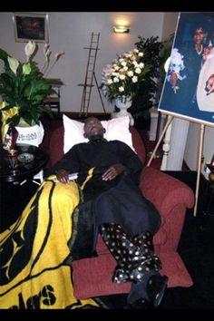 DIE HARD STEELERS FAN. Even in death..... looks like he's just sleeping..