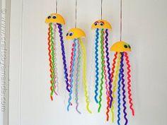 Happy Hanging Jellyfish Craft   AllFreeHolidayCrafts.com