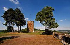Leider über viele Jahrhunderte ...  ein Objekt der Begierde, zwischen verschiedenen, sich darüber streitenden Parteien. Heute ist sie trotzdem immer einen Ausflug wert, die Siersburg. http://de.wikipedia.org/wiki/Siersburg_(Burg)